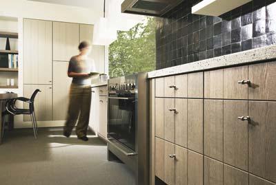 Houten maatwerk keuken van keukenmeyt - Eigentijdse houten keuken ...