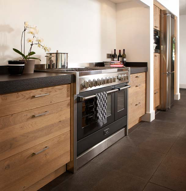 Moderne tijdloze keuken keuken meyt - Scheiding houten ...