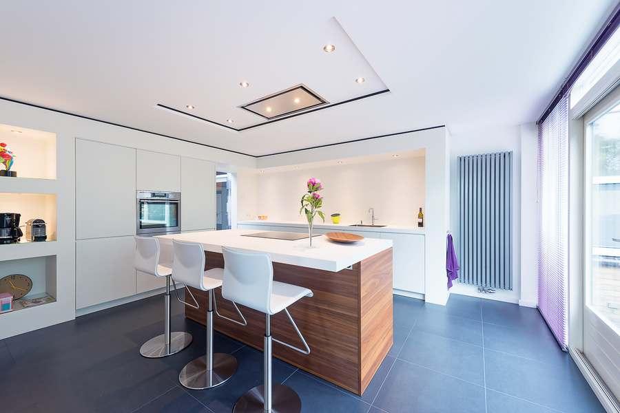 Moderne en tijdloos project met doca keuken in houten - Dimensie centraal keuken eiland ...