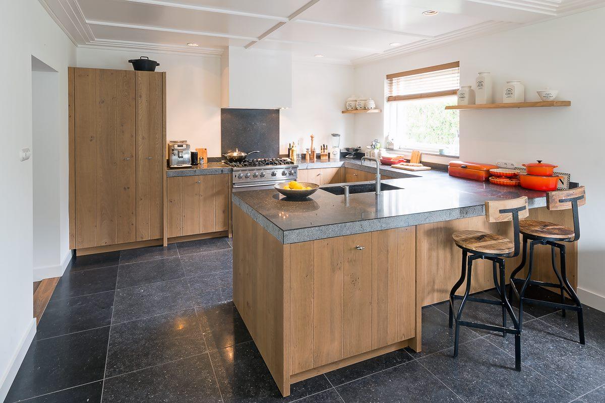 Fornuis Keuken Landelijk : Stoere landelijke keuken met een granieten werkblad