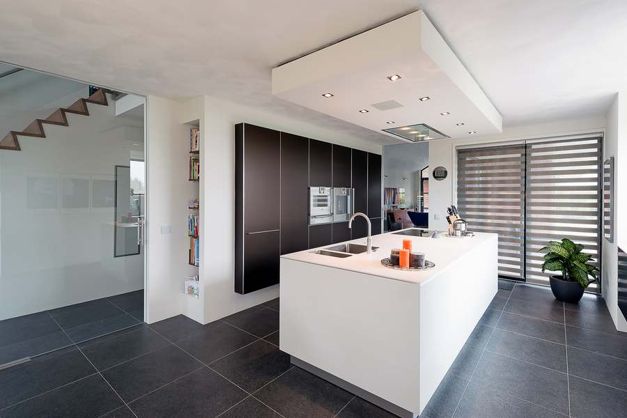 Moderne Witte Keuken Met Kookeiland : Moderne keukens met eiland en ...