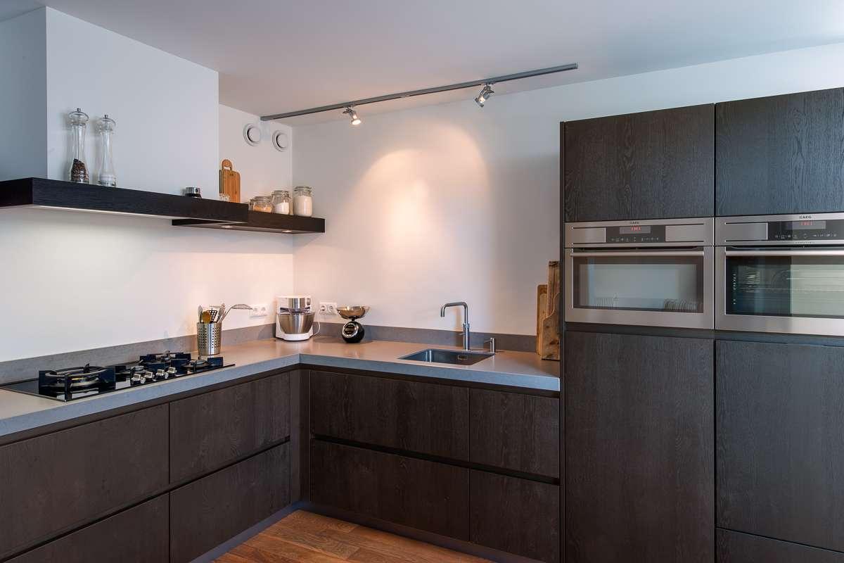 Greeploze Keuken Zelf Maken : Houten maatwerk keuken, strak, stoer en tijdloos desing