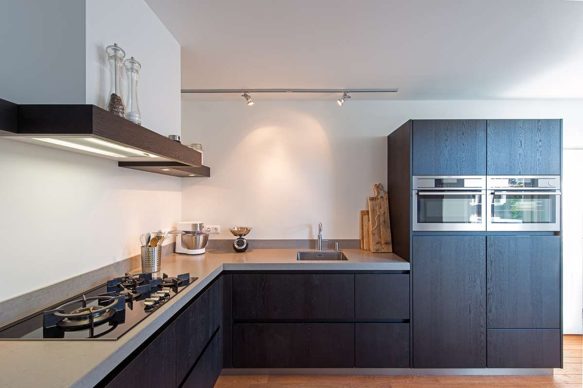 Keuken Donker Eiken : Houten maatwerk keuken, strak, stoer en tijdloos keukendesign