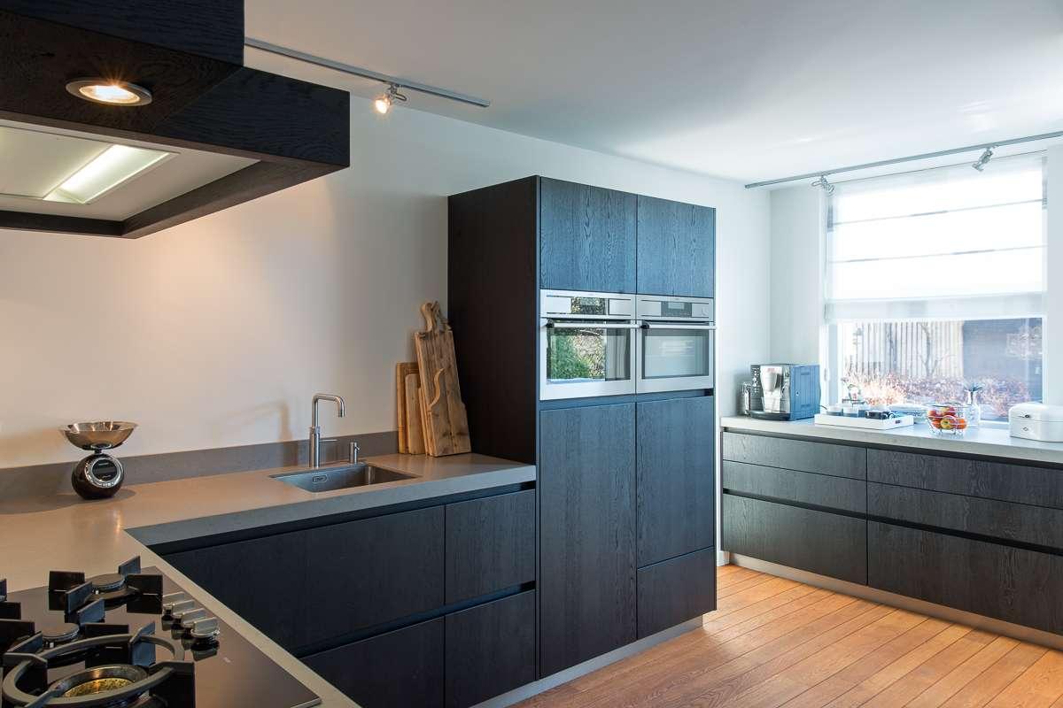 Eiken Keuken Grijs : Houten maatwerk keuken, strak, stoer en tijdloos desing