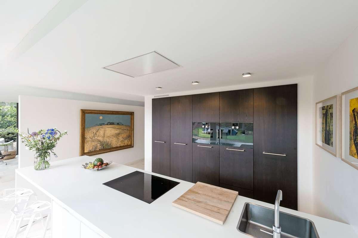 Moderne keuken en fraaie luxe badkamer parksidetraceapartments