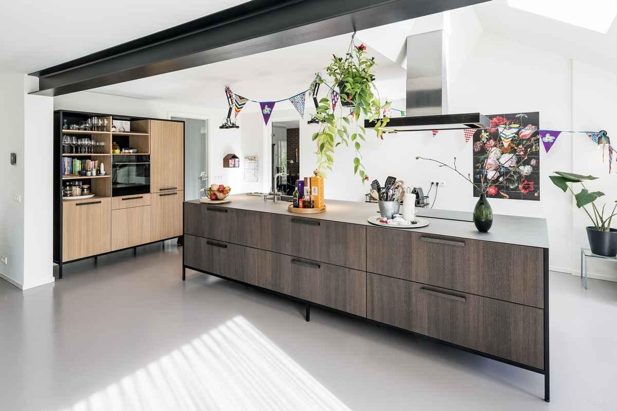 Extreem Bijzondere moderne houten keuken geplaatst in Hoog-Soeren (bij @YD64
